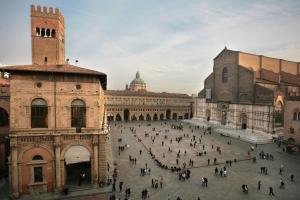 jpty-1-piazza-maggiore-intera
