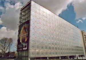 Institut du Monde Arabe in Paris features a kinetic metallic screen