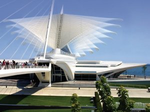 Kinetic brise soleil at the Milwaukee Art Museum